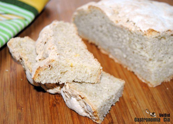 Pan rústico de trigo y maíz integral