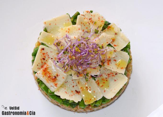 Pasta de arroz y quinoa con espárragos y queso parmesan