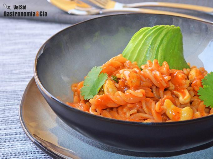 Pasta de lentejas rojas con kimchi y leche de coco