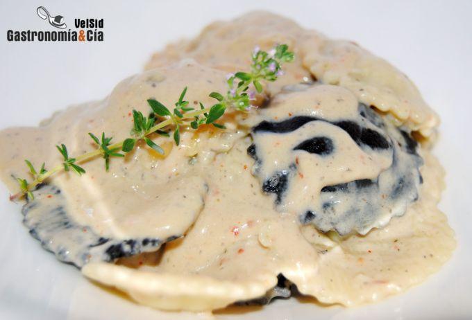 Pasta con salsa de berenjena y queso