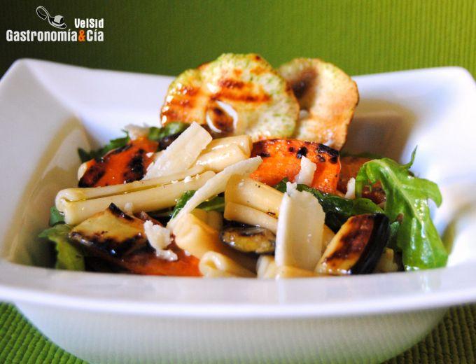 Macarrones rústicos con verduras a la parrilla