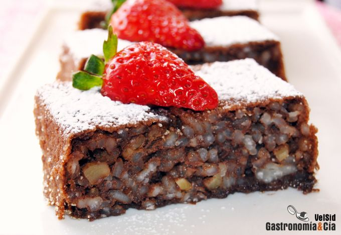 Pastel de arroz, chocolate y nueces