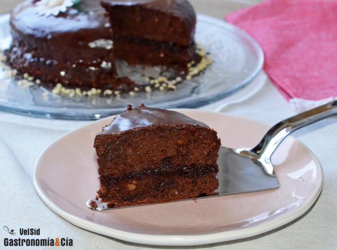 Pastel de chocolate, con relleno y glaseado de chocolat