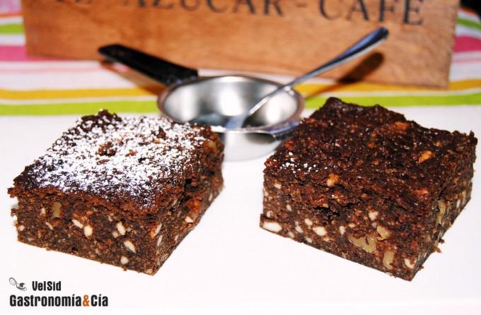 Pastel de chocolate, requesón y nueces