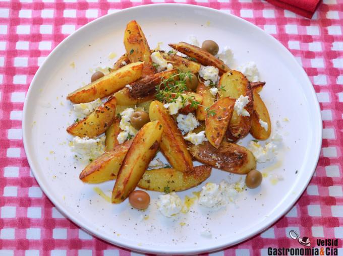 Patatas gajo con queso feta, limón y tomillo
