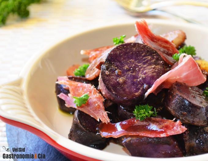 Patata violeta al cava con jamón