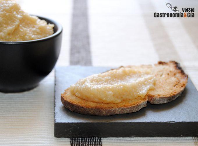 Paté de ajo asado y queso ahumado