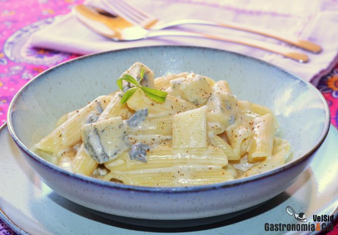 Penne rigate con salsa gorgonzola