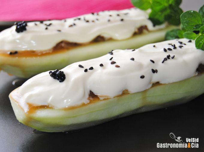 Pepino relleno de tartar de atún con wasabi