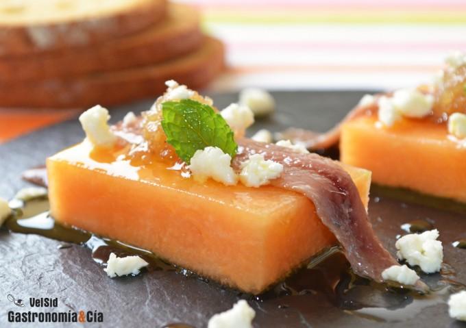 Pincho de melón con anchoa con mermelada de cebolla