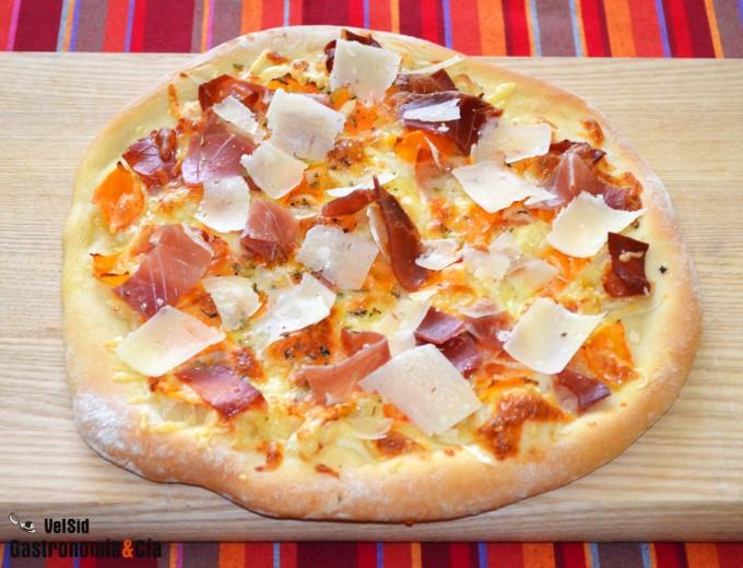 Pizza de calabaza y jamón