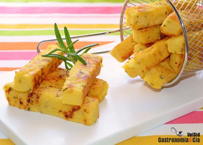 Palitos de polenta con parmesano y romero