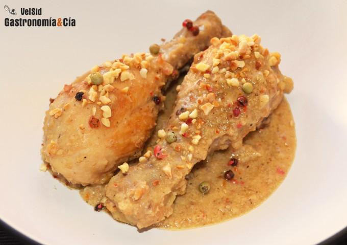 Pollo con salsa de almendras y cinco pimientas