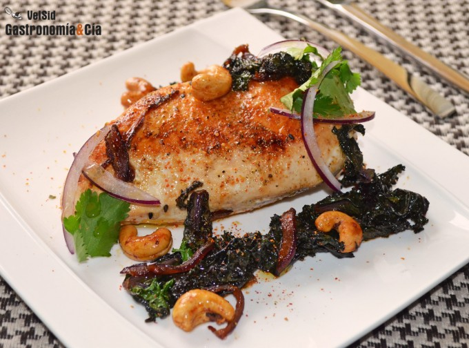 Pollo con kale y salsa kimuchi