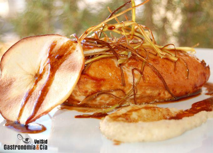 Pollo glaseado con puré de castañas ahumado