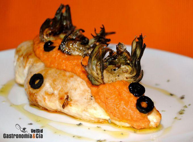 Pollo con pesto de tomate y alcachofas
