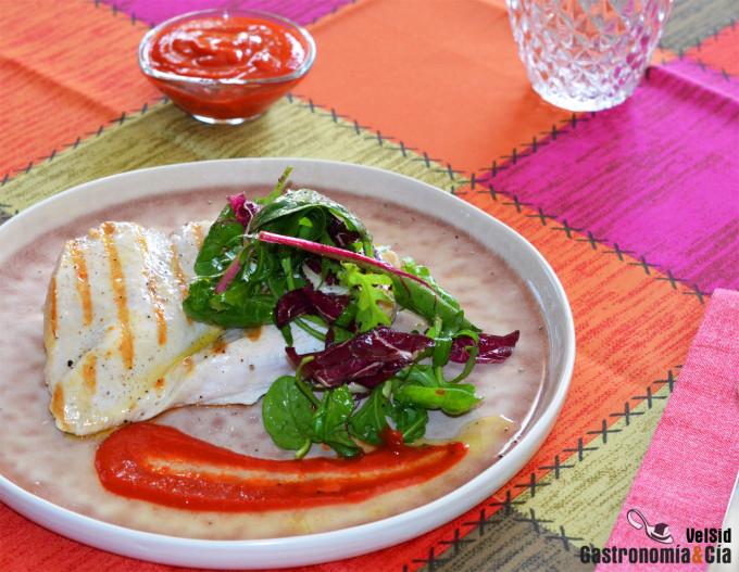 Pollo a la parrilla con salsa de piquillos y comino