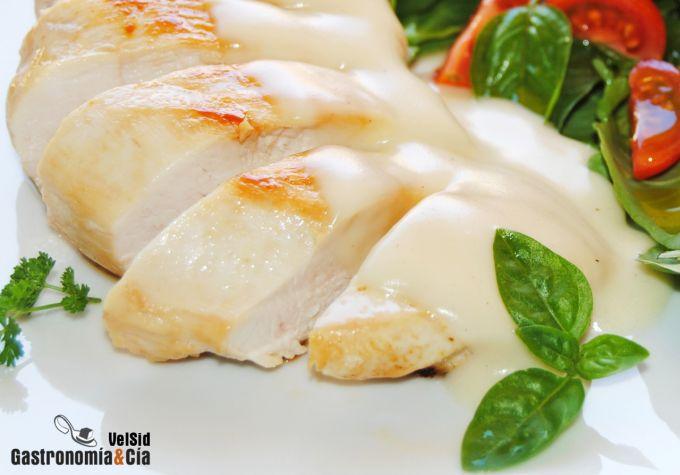 Pechuga de pollo a la plancha con salsa suprema