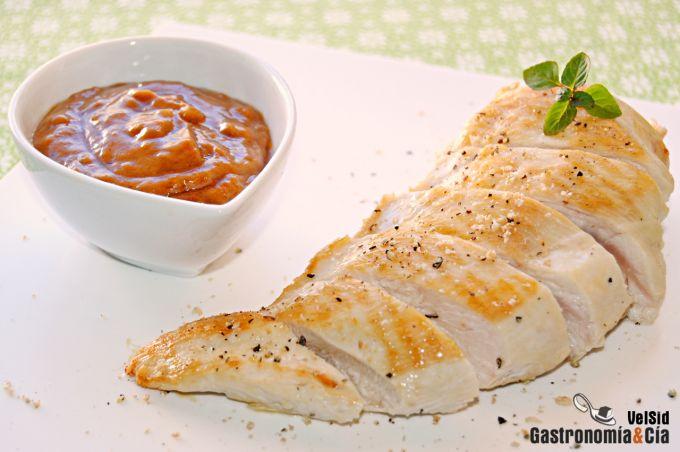 Pollo a la parrilla con salsa de cacahuete picante