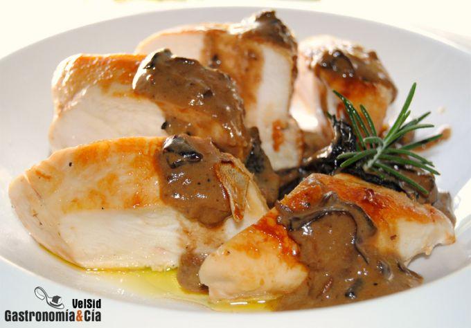 Pollo con salsa de setas, jengibre y ajo