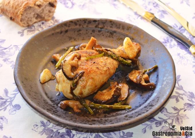 Pollo con shiitake y espárragos