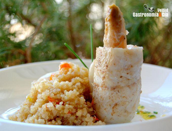 Paupiettes de merluza con espárragos y quinoa vainillad