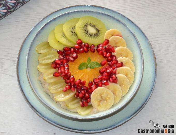 Desayuno de avena con frutas de otoño, una receta fácil