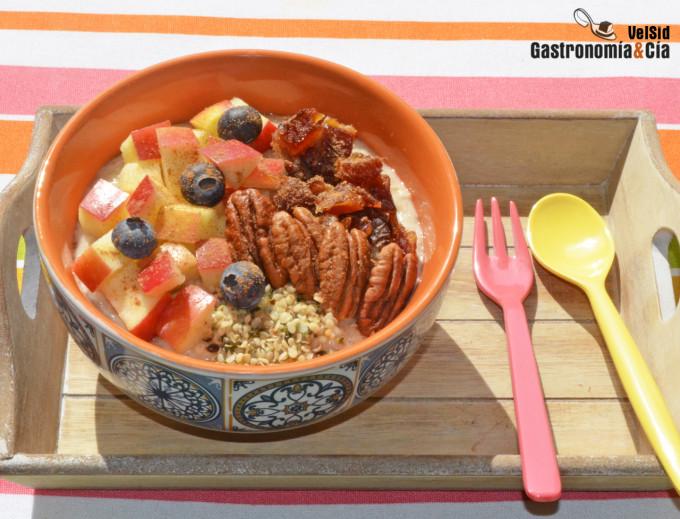 Porridge con manzana, dátiles y nueces