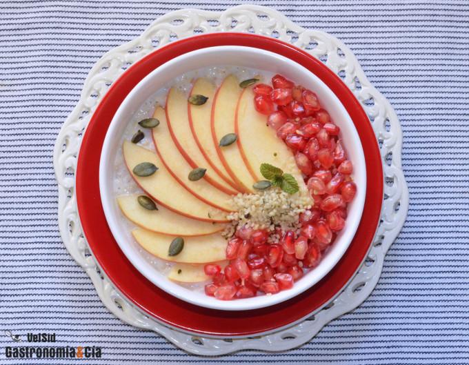 Porridge con manzana, granada y semillas