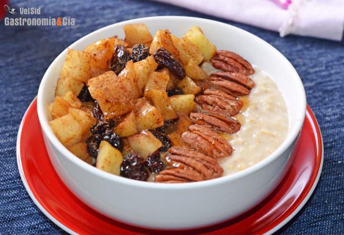 Porridge con manzana, pasas y nueces