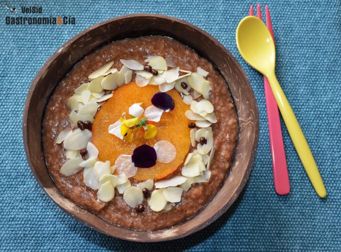 Porridge con pera, cacao y especias cálidas