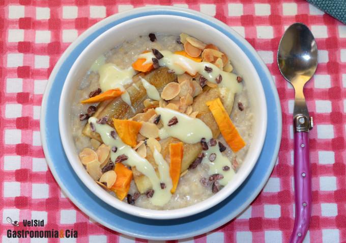 Porridge con plátano, almendras y leche condensada (sin