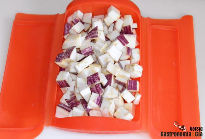 Precocinar la berenjena para hacer platos más saludable