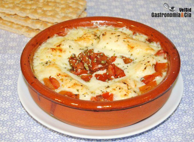 Provolone al horno con tomate y orégano