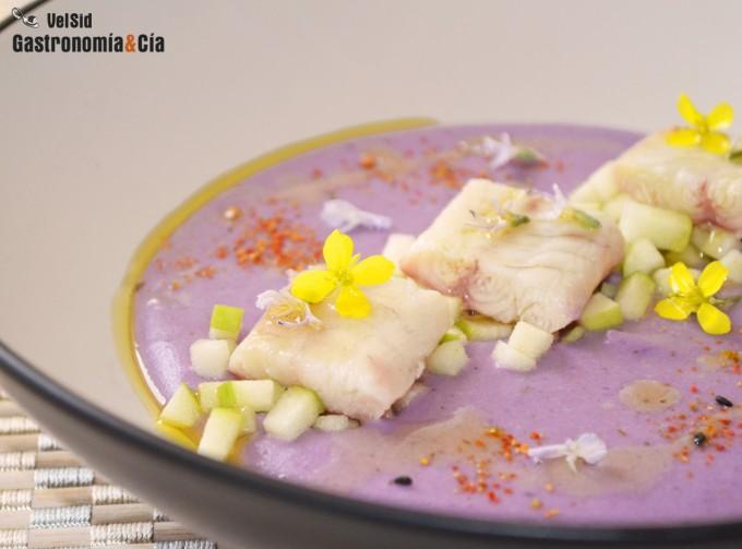 Puré de patata violeta con anguila ahumada