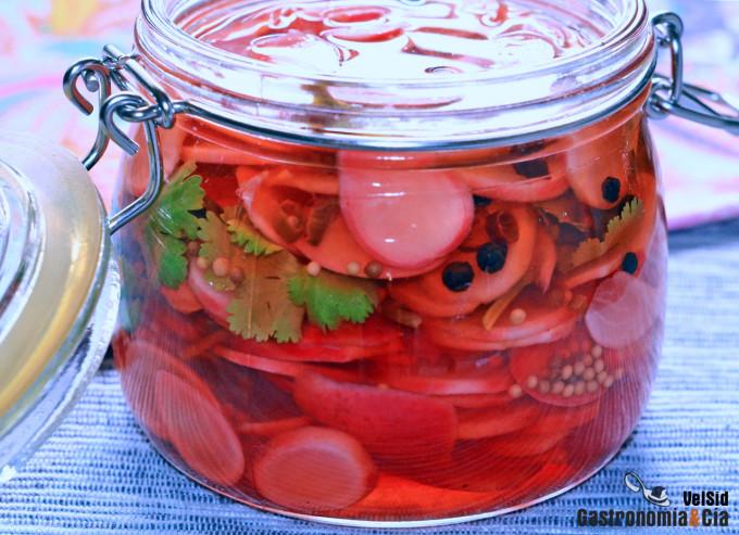 Cómo hacer rabanitos encurtidos con lima y cilantro, id
