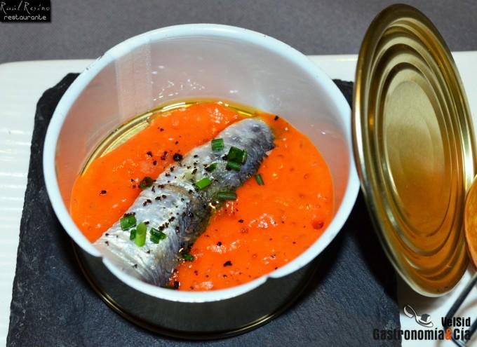Sardina marinada con espuma de pimiento del piquillo