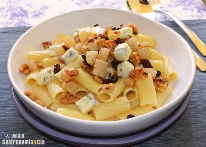 Rigatoni con gorgonzola, peras y nueces