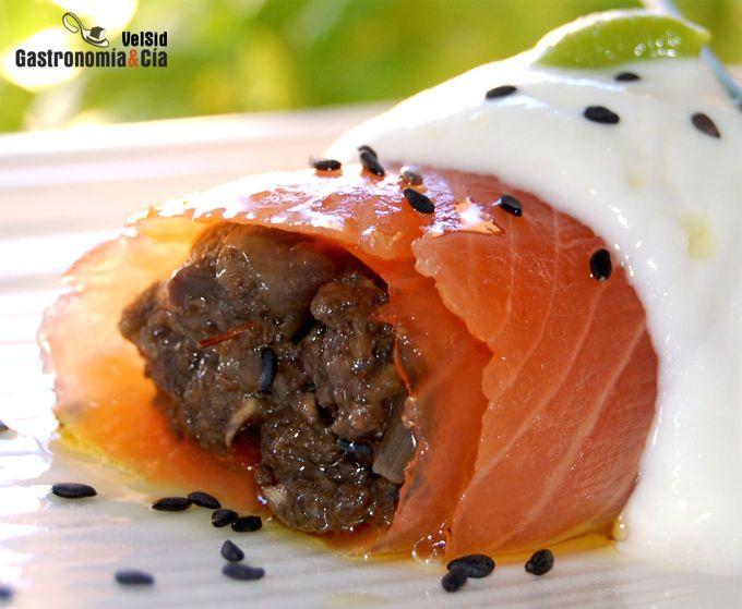 Rollitos de salmón rellenos de duxelles