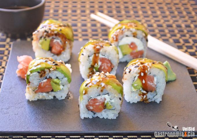 Sake Cheese Bamboo Roll. Receta de sushi