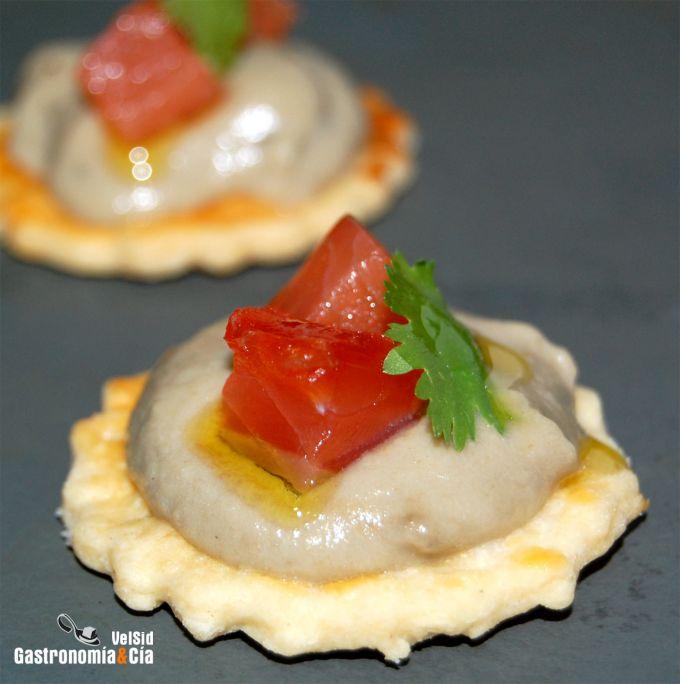Bocadito de salmón marinado con baba ganoush