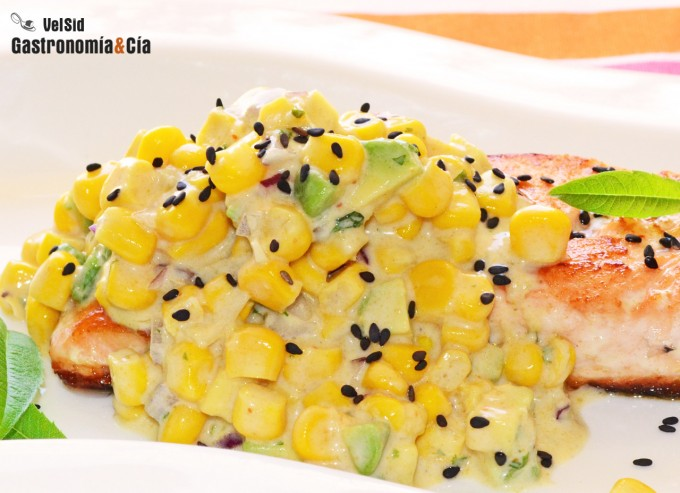 Receta de salmón a la plancha con curry de maíz
