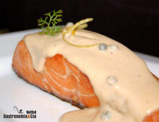 Salmón marinado con salsa de soja y limón