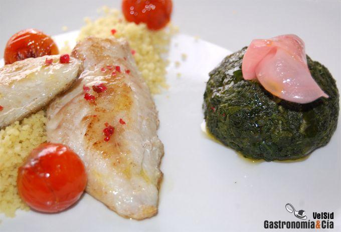 Salmonetes con cuscús de espinacas