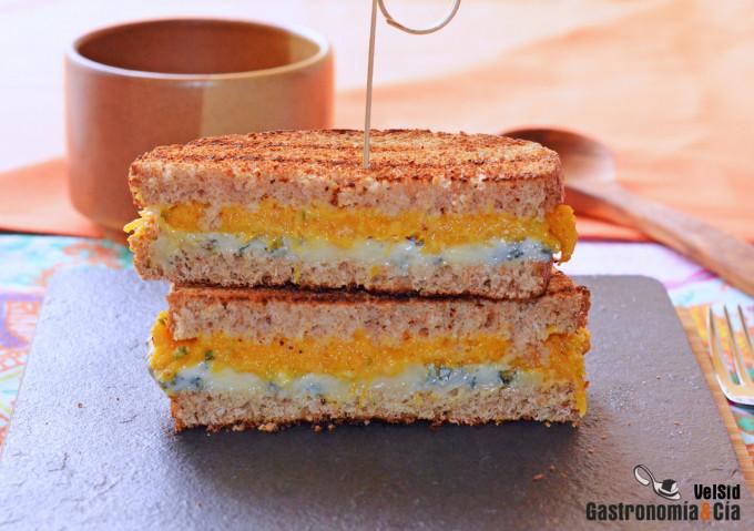 Sándwich de calabaza con queso gorgonzola