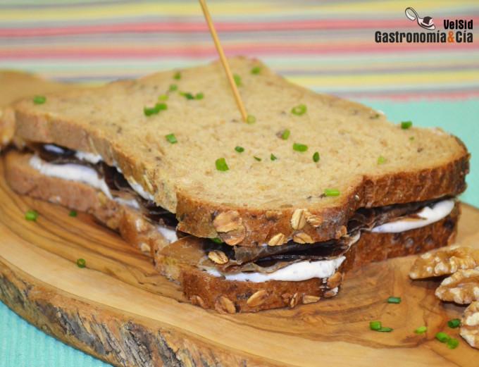 Sándwich de queso fresco, cecina y trufa