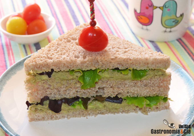 Sándwich de atún y aguacate