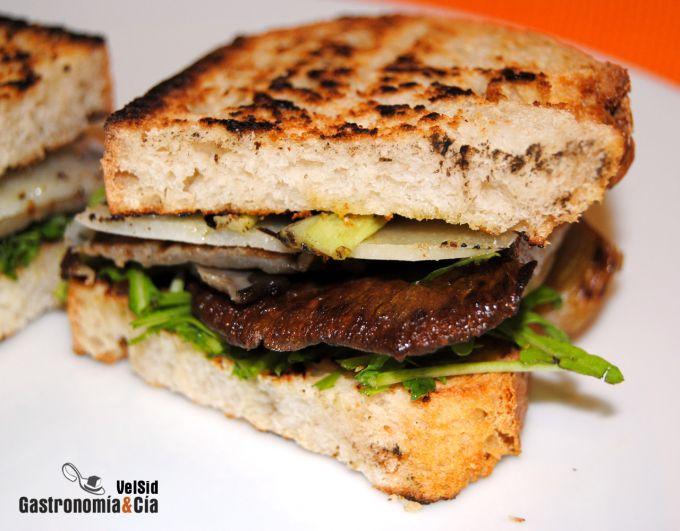 Sándwich de setas, queso Roncal y aceite de trufa