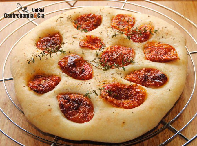Schiacciata de tomate y tomillo