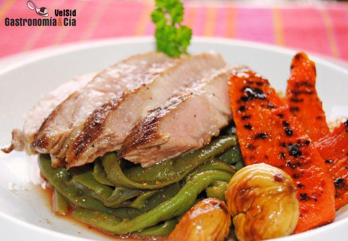 Secreto de cerdo con verduras y castañas